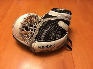 Reebok Larceny L7 youth goalie catcher Strathcona County Edmonton Area image 2