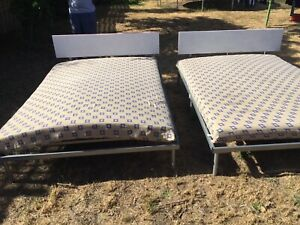 Two foldable beds with double foam mattresses