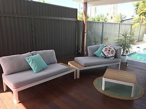 Adelphi 2 pc Modular Lounge and table  PRICE DROPPED Was$1900 Burleigh Waters Gold Coast South Preview