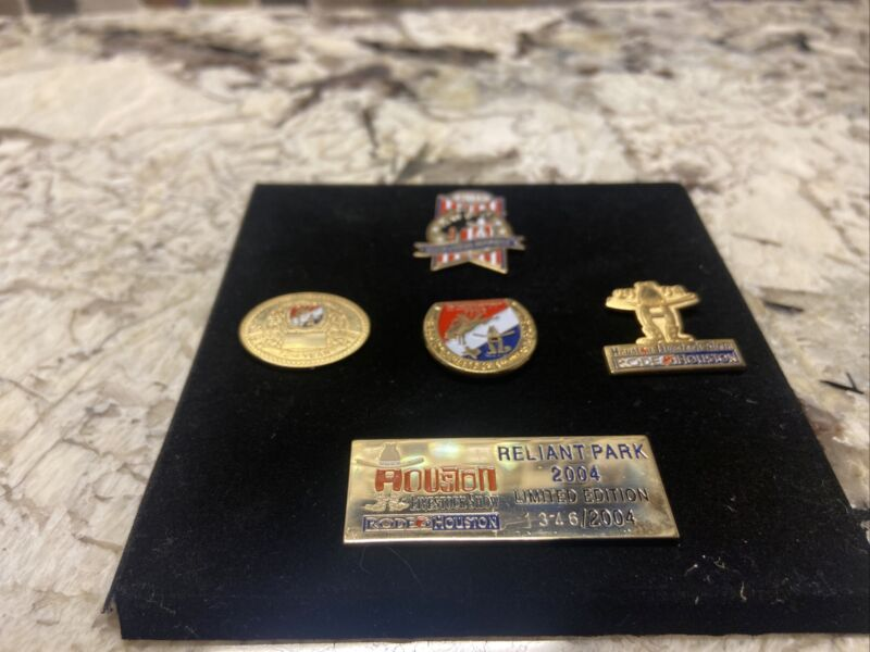 HOUSTON LIVESTOCK SHOW AND RODEO 2004 PINS (Limited Edition)