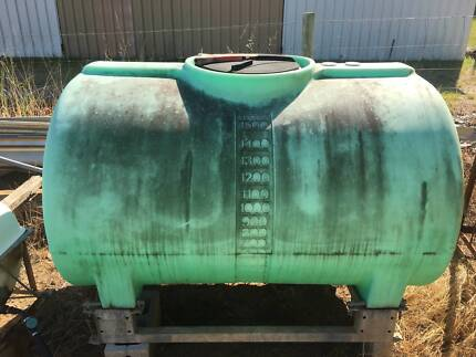 1500 litre rapid-spray green poly tank with galvanized frame