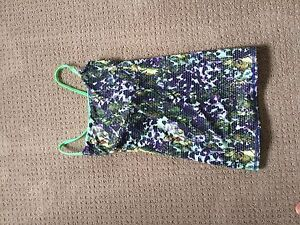 Size 4 lulu tank in new cond