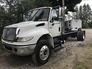 2006 international 444 cab chassis