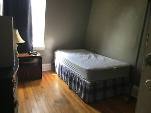 Room for rent..city center 400$