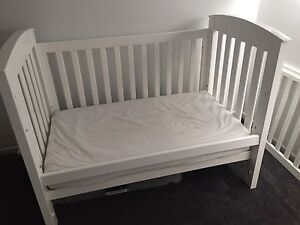 Bertini Renaissance White Cot/Toddler Bed & Change Table Blackburn North Whitehorse Area Preview
