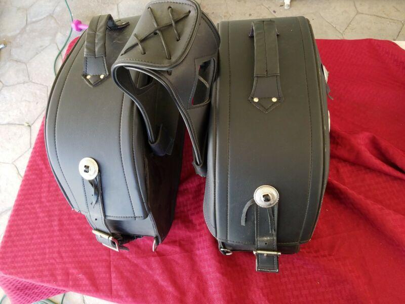 Milwaukee Leather Medium Cruiser Style Riveted Throw Over Saddle Bag Black