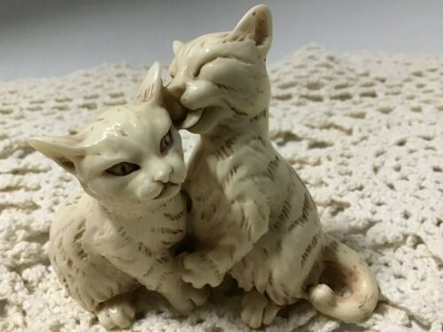 Vintage Kissing Cuddling Hugging Kitty Figurine. So Cute!
