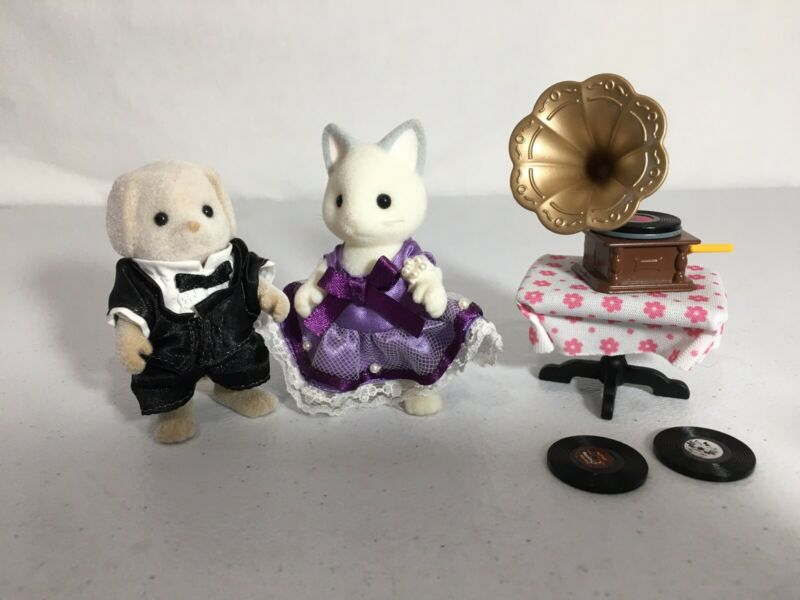 Calico critters/sylvanian families Dancing Couple With Gramophone & Records
