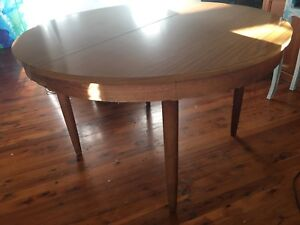 Chiswell Parker Extendable dining table