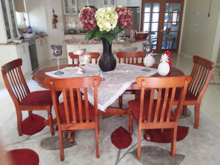 Wanted: Classic polish finish table with 6 matching chairs