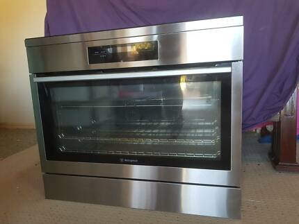 Westinghouse 900mm freestanding electric oven