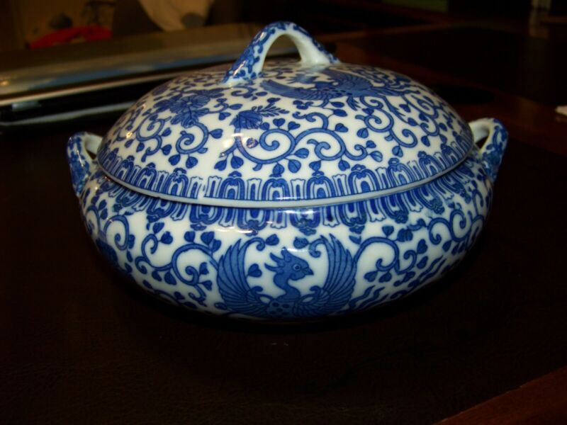A Vintage Japanese Blue and White Lidded Soup Tureen - Used