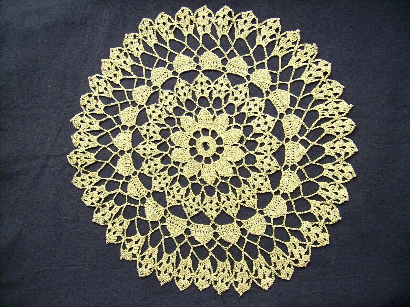 Napperon crocheté mains (Rond) Travail artisanal, vintage, fin travail En coton