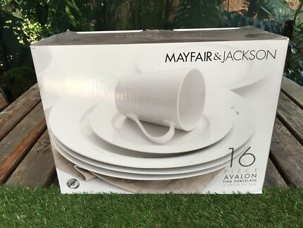 Mayfair & Jackson Porcelain dinner set. 16 piece.