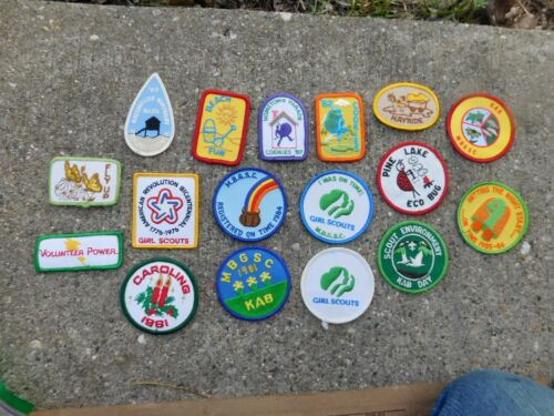 LOT OF 17 VINTAGE GIRL SCOUT PATCHES