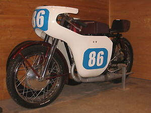 Yamaha YDS3 1965 cafe racer, moto course,track bike