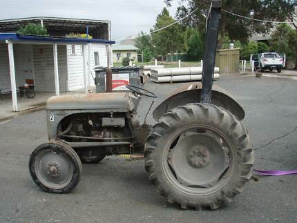 Grey fergy tractor Morwell Latrobe Valley Preview