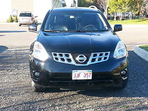 2011 nisan rogue SL AWD fully loaded