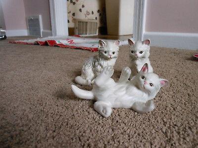 VINTAGE LEFTON SET OF 3 LONG HAIRED PORCELAIN CAT FIGURINES. #1874
