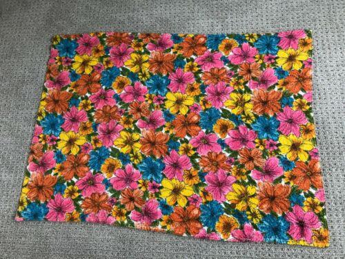Vintage Terry Cloth Fabric Towel Retro Flower Power Daisy Pattern NICE!