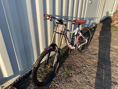Giant Glory White Downhill Mountain Bike Fox suspension