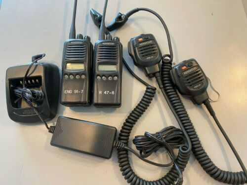 2 KENWOOD TK3180-K, UHF 450-512 MHZ 4-W, 512 CH. WITH SPKR MICS, CHARGER AND ANT