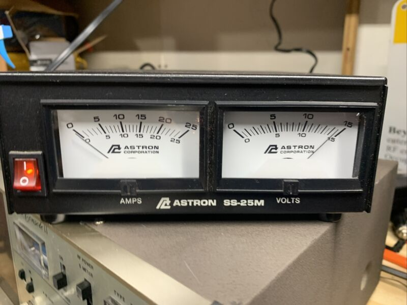 ASTRON SS-25m METERED SWITCHING POWER SUPPLY 13.8 VOLT DC12 VOLT@25 AMPS