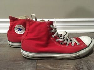RED CONVERSE SIZE 10 (MEN)