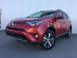2017 Toyota RAV4 XLE, AWD, BACKUP CAM, SUNROOF, HEATED SEATS.