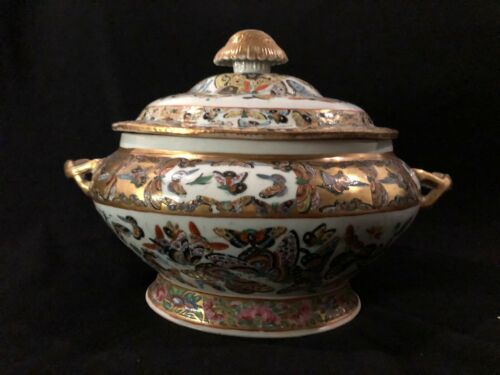 Antique Chinese Porcelain 1000 Butterfly Rose Medallion Tureen