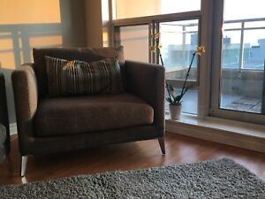 Like New STRUCTUBE Carine Couch