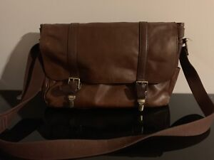"15"" Genuine Fossil Messenger Bag"