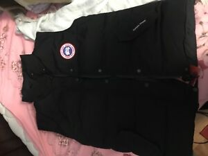 BRAND NEW CANADA GOOSE VEST SIZE SMALL