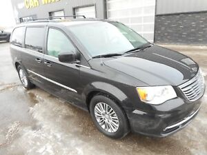 2015 Chrysler Town & Country Touring-L Touring / Leather