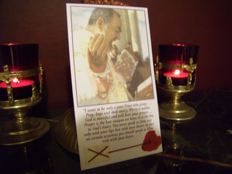 ST.PADRE PIO Holy Mass/Relic Card w/seal & Prayer Included