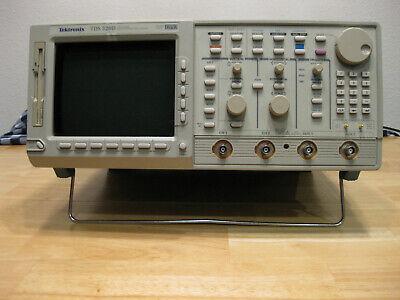 Tek Tektronix Tds520d 2 Ch 500 Mhz 2 Gss Oscilloscope With Options 1f 2m 2f