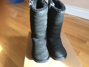 UGGS Preowned Size 6 -Black (Tall)