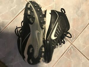 Unisex baseball cleats, fits sized 9 woman