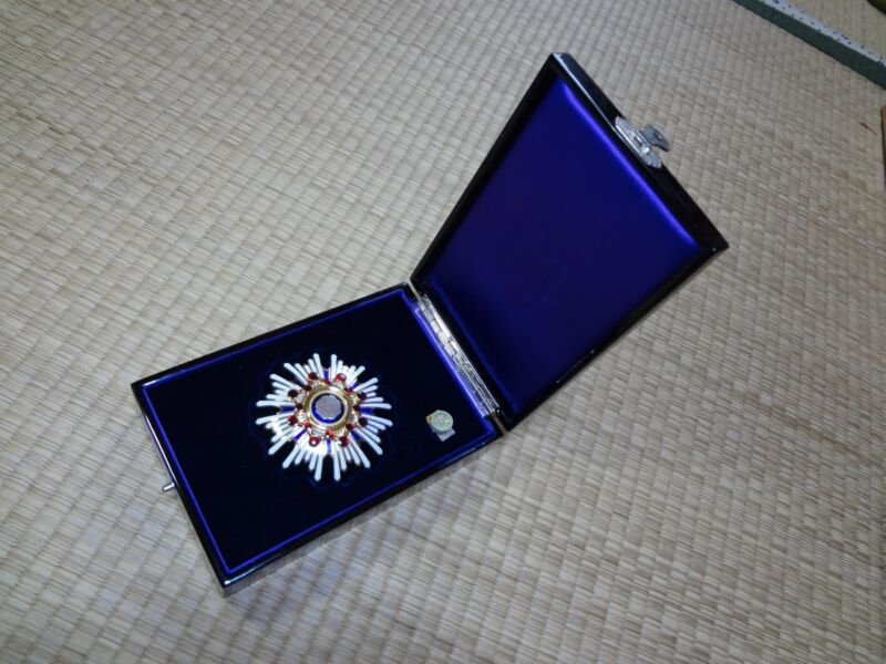 WW2 JAPANESE ARMY 2rd Orders of the Sacred Treasure MEDAL badge army navy RARE