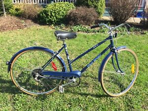 VINTAGE 70s LADIES 6 SPEED CRUISER BICYCLE (all original)