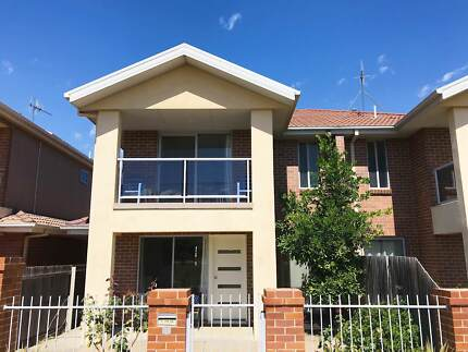 4  BR Townhouse w/ Double Garage