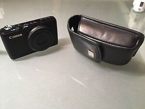 Canon S95 compact digital camera