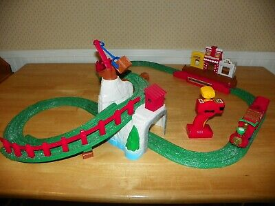 Fisher Price Geotrax North Pole Express Christmas Train Set Easy Rail Station