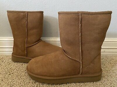 New UGG Women's Classic Short Chestnut Shearling Boots Sz 7 $160