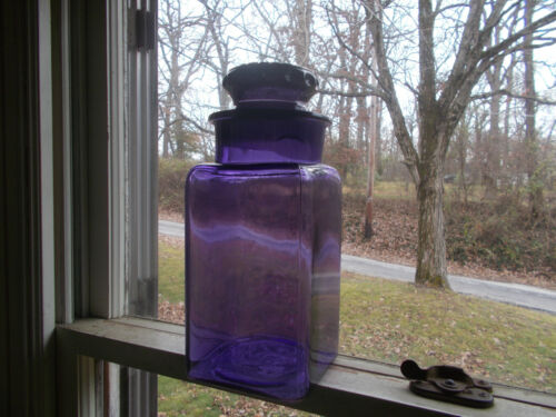 ANTIQUE 1890 AMETHYST GLASS SQUARE APOTHECARY CANDY STORE JAR WITH STOPPER