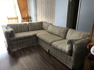 Sectional Sofa / Pull-Out Bed FREE