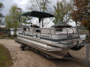 Pontoon boat 20 foot with 2007 Efi 40 hp merc 4 stroke