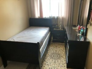 BACK TWIN SIZED BED SET IN GREAT CONDITION