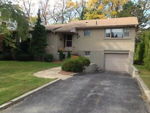 CHARMING 3 BDRM IN AMAZING LOCATION! 106 Dickens Dr