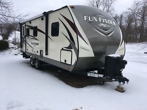 2018 21 foot Fun finder trailwr
